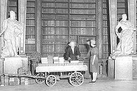 Books being evacuated from the State Hall in 1943